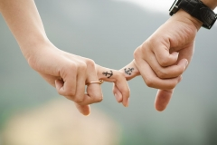 MP0042-anchor-couple-fingers-38870